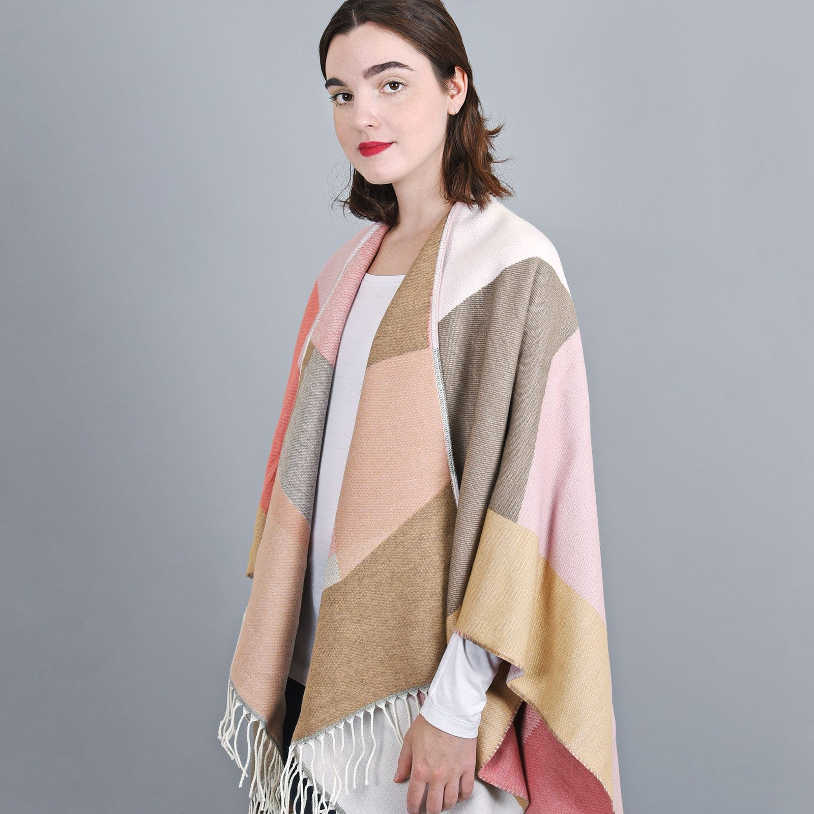 http://lookbook.allee-du-foulard.fr/wp-content/uploads/2019/01/AT-04152-VF16-2-poncho-hiver-rose-taupe-1600x1600.jpg