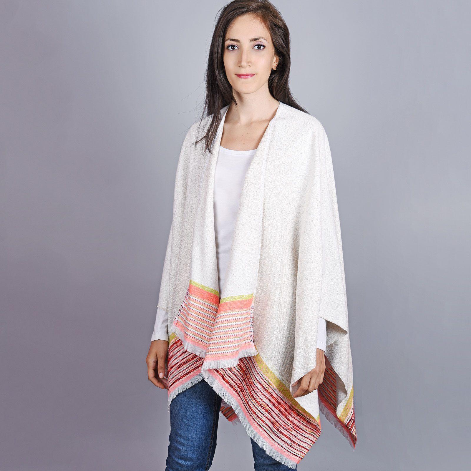 http://lookbook.allee-du-foulard.fr/wp-content/uploads/2019/01/AT-04510-VF16-1-poncho-femme-creme-1600x1600.jpg