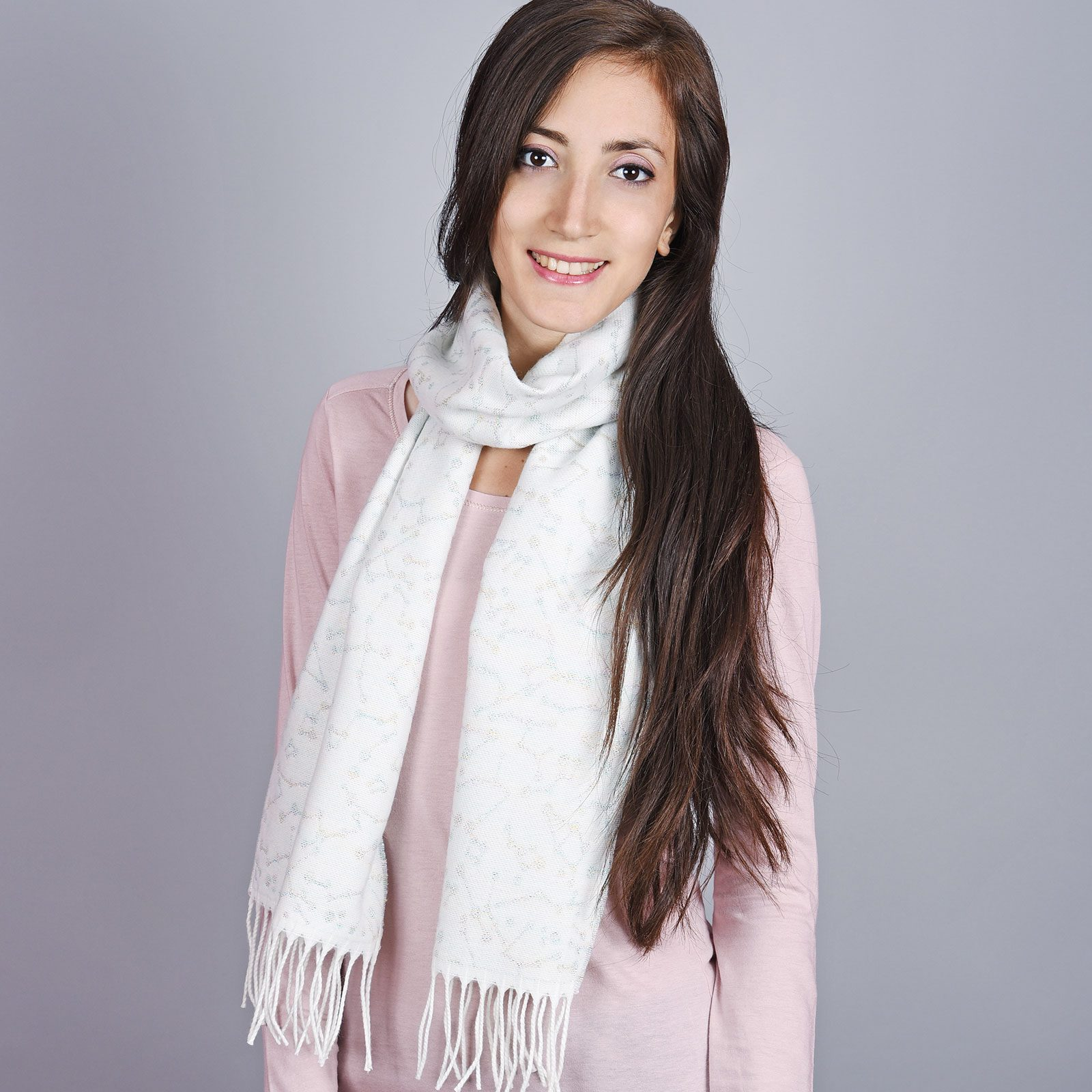 http://lookbook.allee-du-foulard.fr/wp-content/uploads/2019/01/AT-04535-VF16-1-echarpe-femme-blanche-gris-1600x1600.jpg