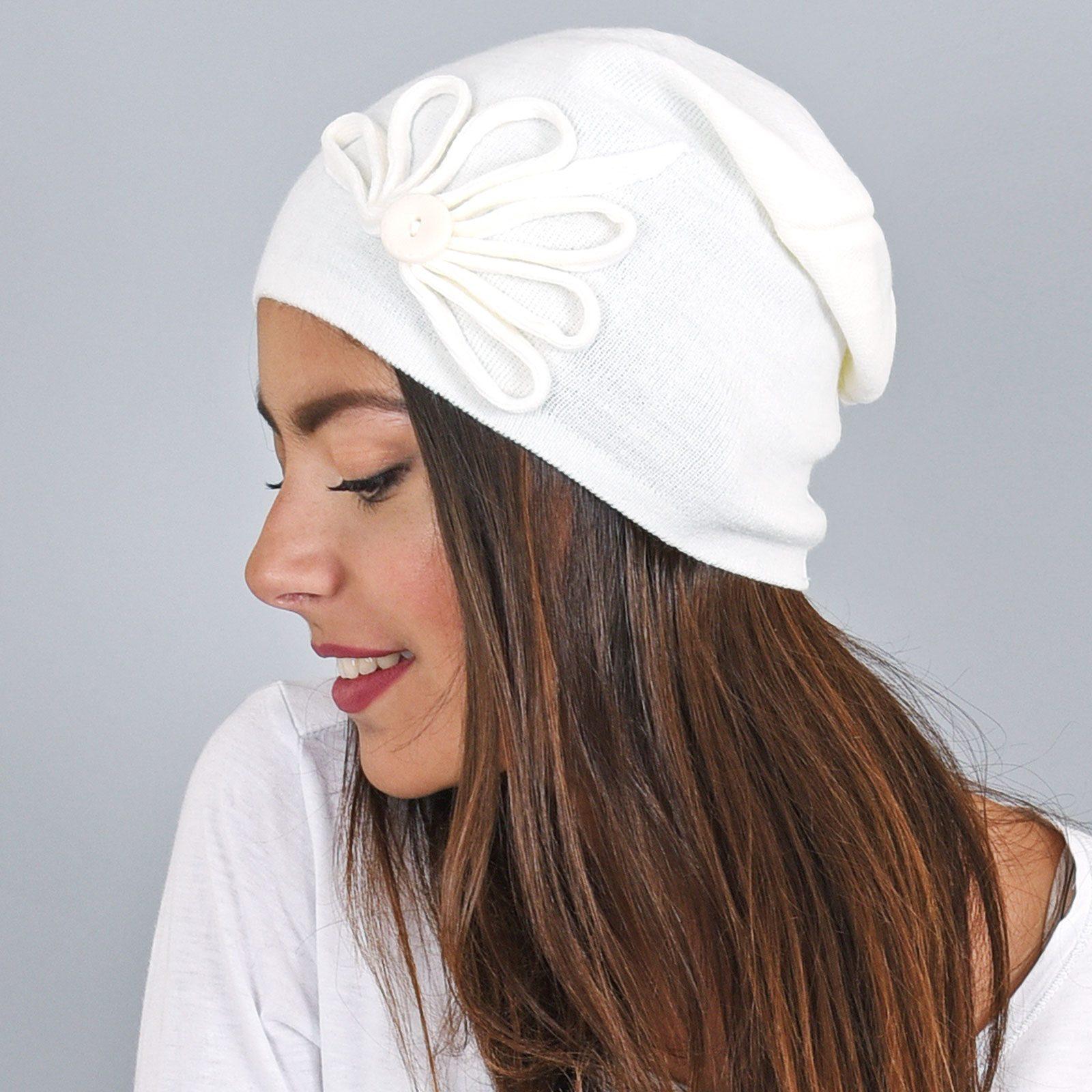 http://lookbook.allee-du-foulard.fr/wp-content/uploads/2019/01/CP-00802-VF16-2-bonnet-femme-bouton-blanc-1600x1600.jpg